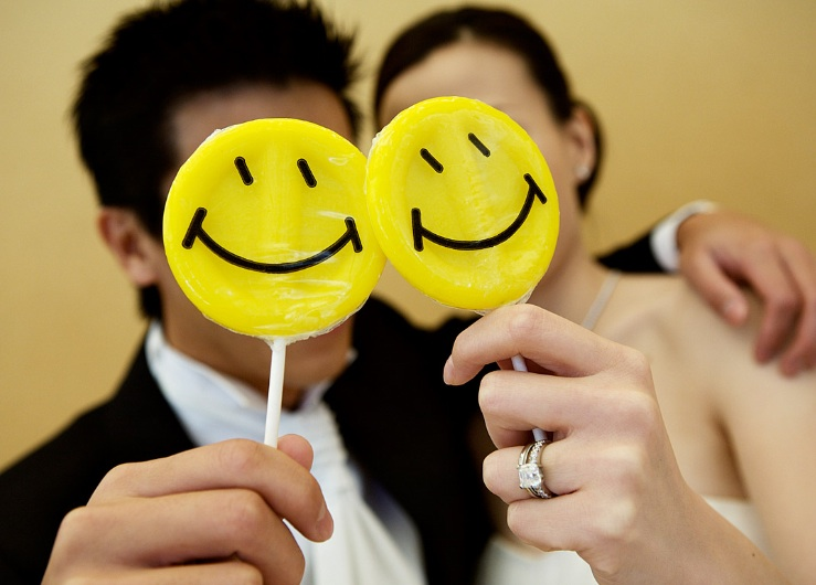 anna kuperberg smiley face bride groom